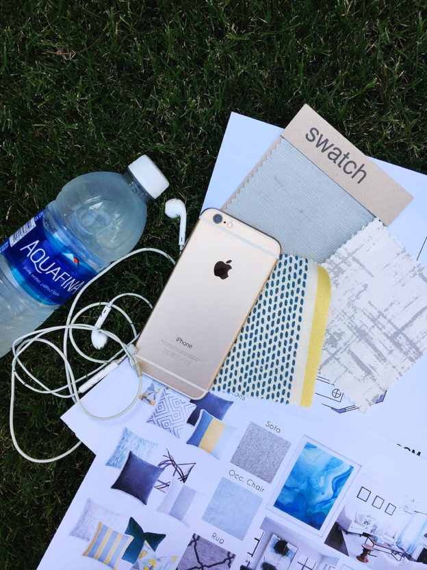 iPhone Round Up: Top Designer Apps || Town Lifestyle + Design || Ever wonder what apps your interior designer uses to create those quick floor plans, find inspiration and select paint colors? Check it out on TLD.